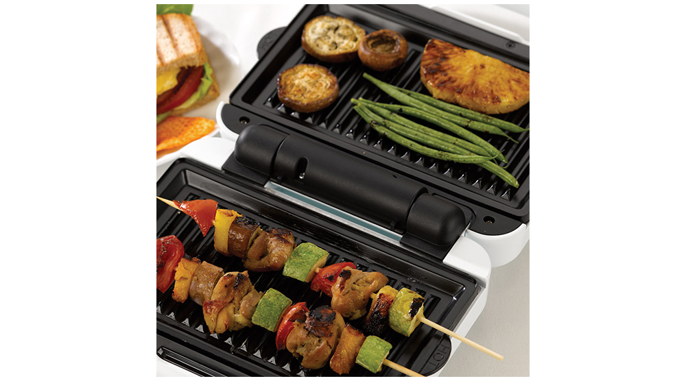 kenwood Toaster and Sandwich Maker 3-in-1 Waffle Sandwich Maker SMP84.C0WH features 3 meat and vegetables on a grill plate